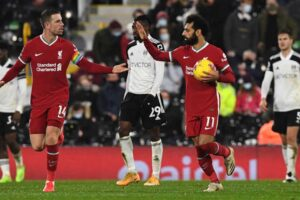 "The ""disintegrated"" Liverpool faces Fulham, hoping to correct the course and join the Golden Square race"
