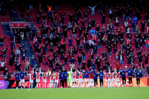 More than 7,000 spectators see Ajax unofficially take the national title against AZ