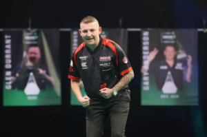 Who is Nathan Aspinall, former Manchester United youth goalkeeper who wants to dethrone Dimitri Van den Bergh tonight?